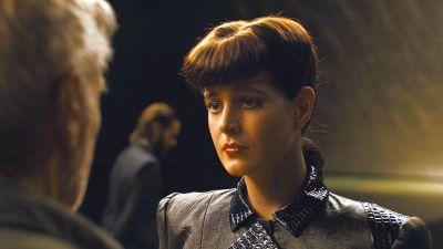 Rachel (a CGI version of Sean Young) confronts Deckard in Blade Runner 2.