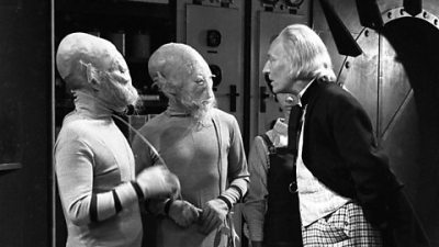 William Hartnel, playing the first Doctor, speaks to two aliens