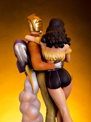 figure of The Rocketeer and Betty, from the (ahem) rear