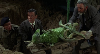 Quatermass and his fellow scientists remove an alien corpse from an unearthed spaceship